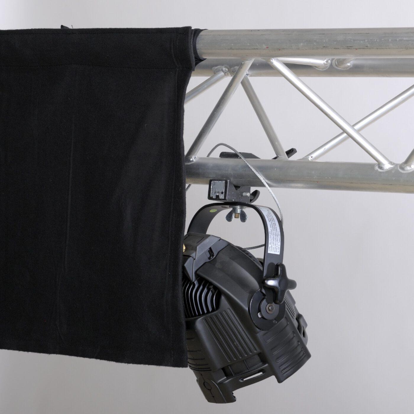 Traversenschals 2 - Backdrop