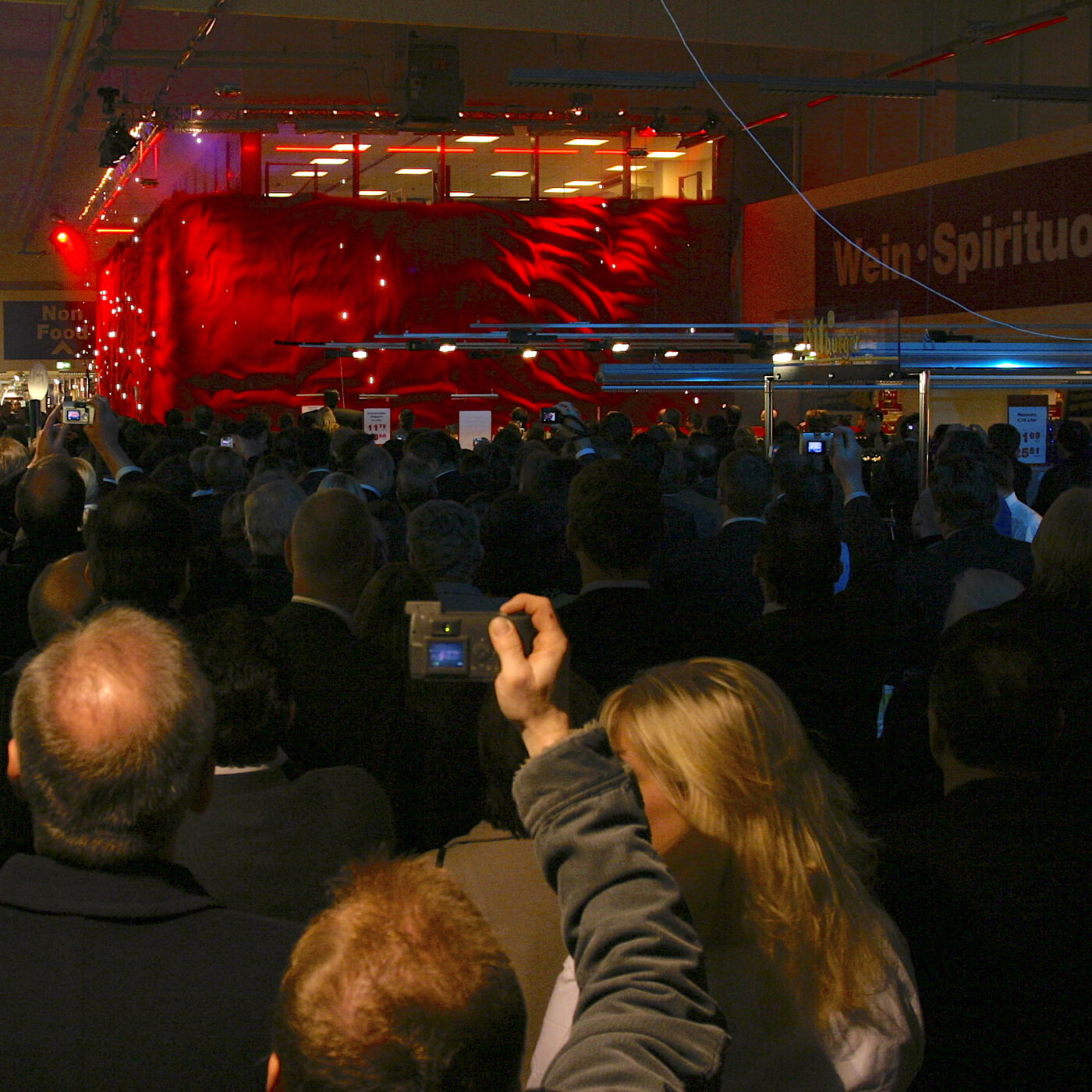 KABUKI Abwurf bei METRO - Backdrop.de