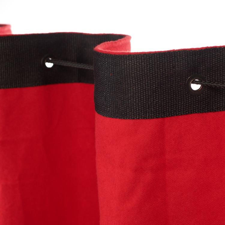 welliger Vorhang am Stahlseil/Schnur