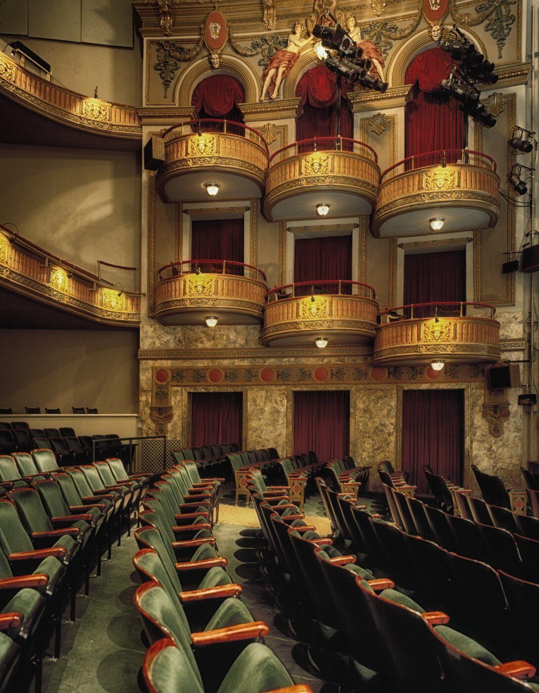 Aberglaube im Theater (BACKDROP.de)